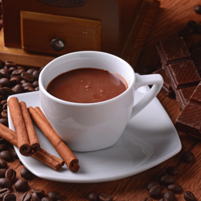 La cioccolata, la bevanda degli dei aromatizzata con cannella, peperoncino o vaniglia